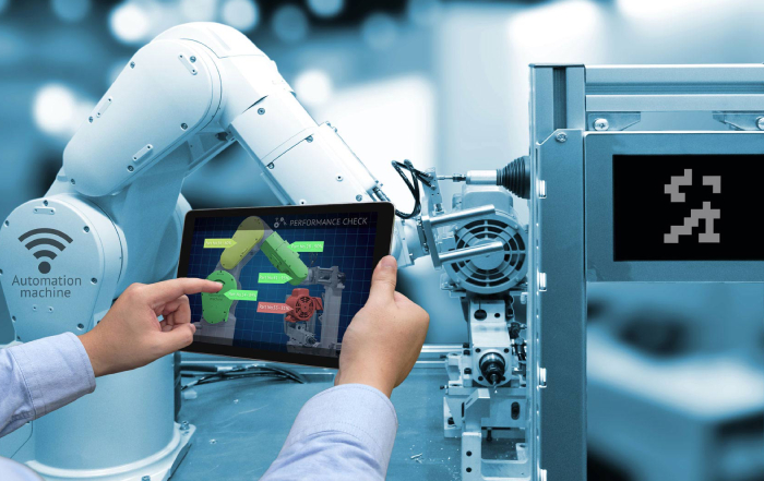 Image of an Industrial Robotic Engineer with his tablet to operate and program the collaborative robot.